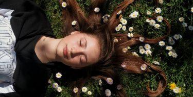 """""""Sesja wiosenna"""" zwycięskim zdjęciem szkolnego konkursu fotograficznego """"Przyroda wokół nas"""""""